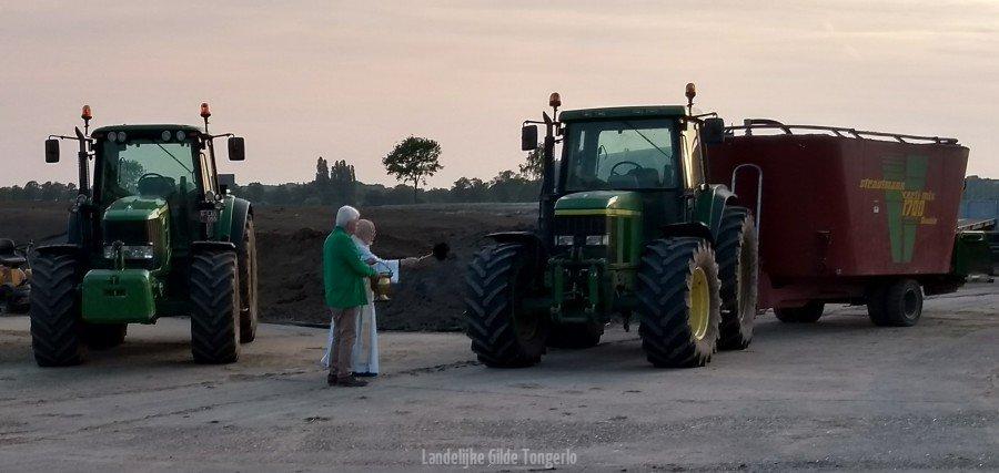 openlucht-mis-zegening-traktor
